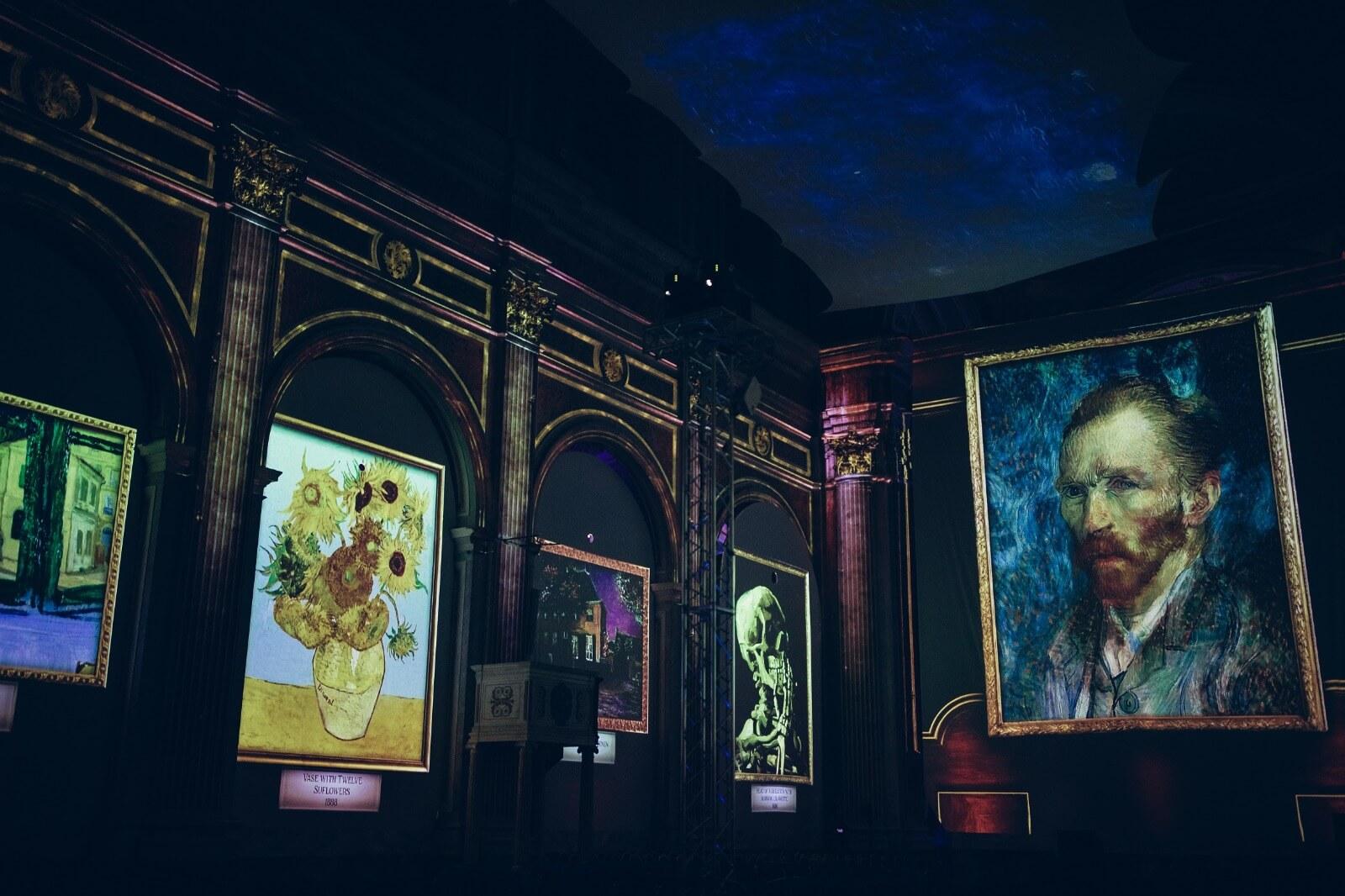תערוכת הציורים של ואן גוך, לגדול