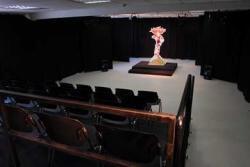 במה קטנה-תיאטרון בובות חולון, אתר לגדול