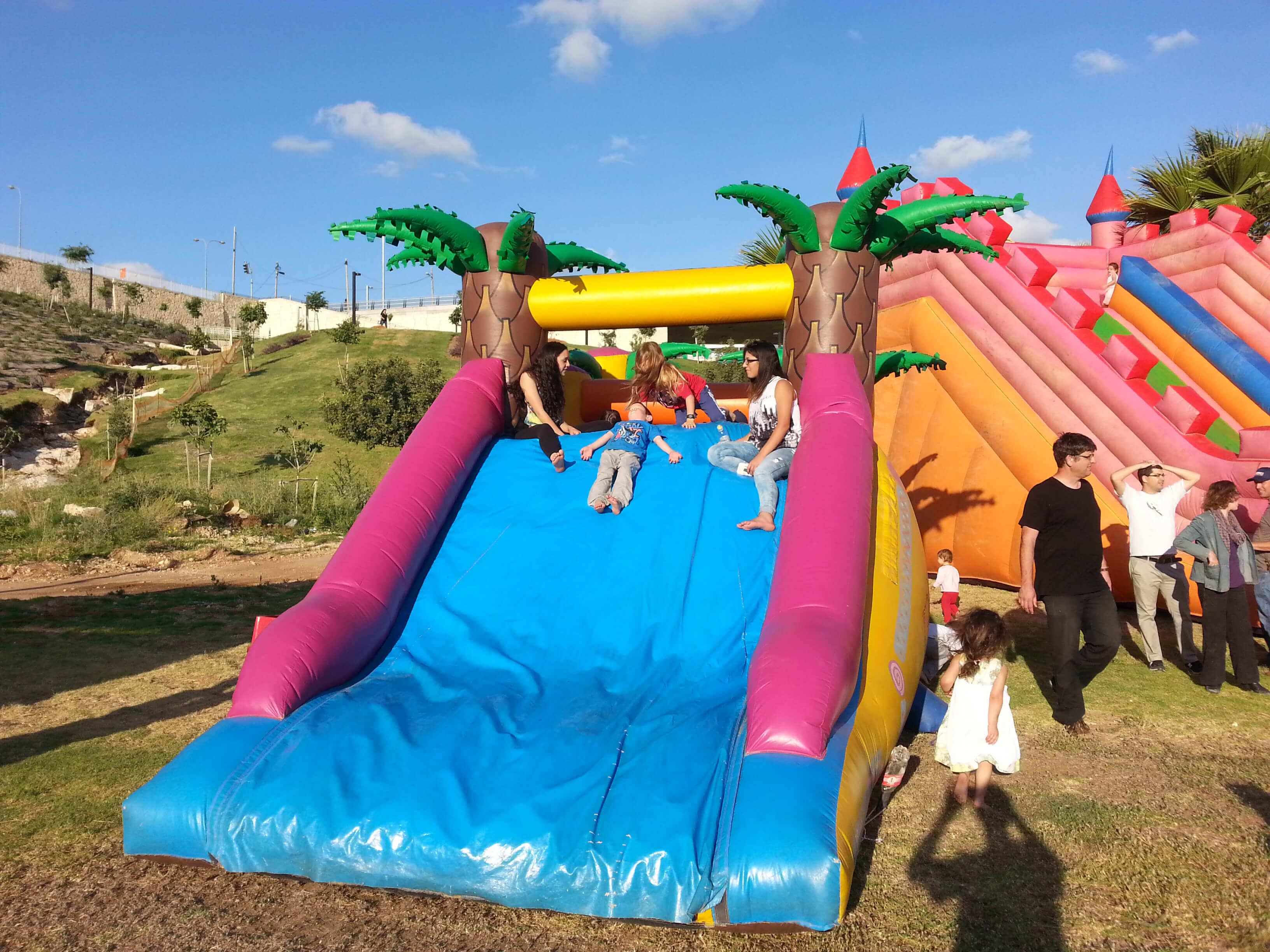 קייטנות קיץ 2018 חוויה עם פוני מגלשת ילדים מתנפחת אתר לגדול