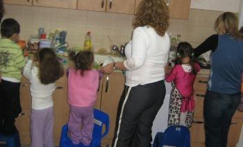 בישול עם ילדים צילום ירון שמאי