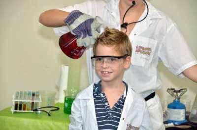 המעבדה המשתוללת הפעלות ליום הולדת וסדנאות מדע