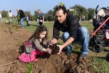 """ט""""ו בשבט בחווה תל אביב - לגדול"""