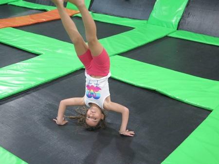 טרמפוליות לילדים בג'אמפ פארק אתר לגדול