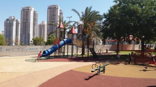 גן עוזי חיטמן, הפארק הגדול בפתח תקווה